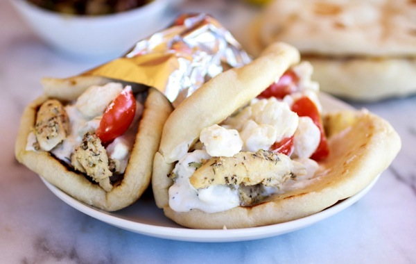 Gyros di pollo, yogurt