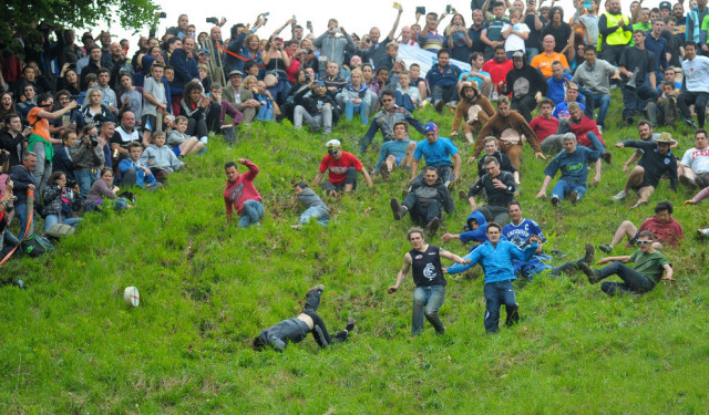 Cheese Rolling in Ighilterra