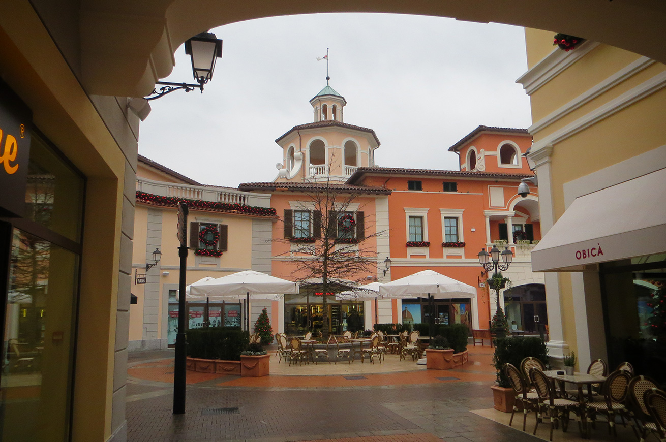outlet serravalle piazza