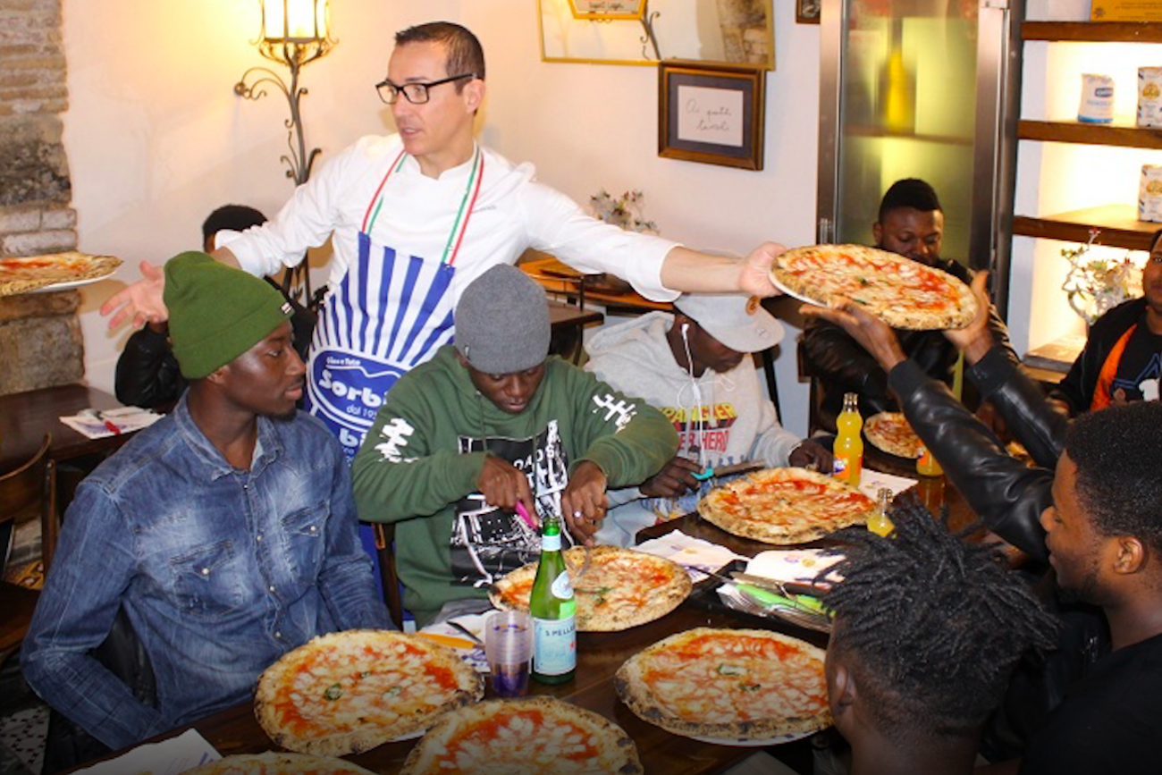 Gino Sorbillo pizza migranti