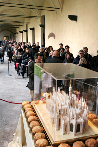 La fila all'ingresso di Re Panettone